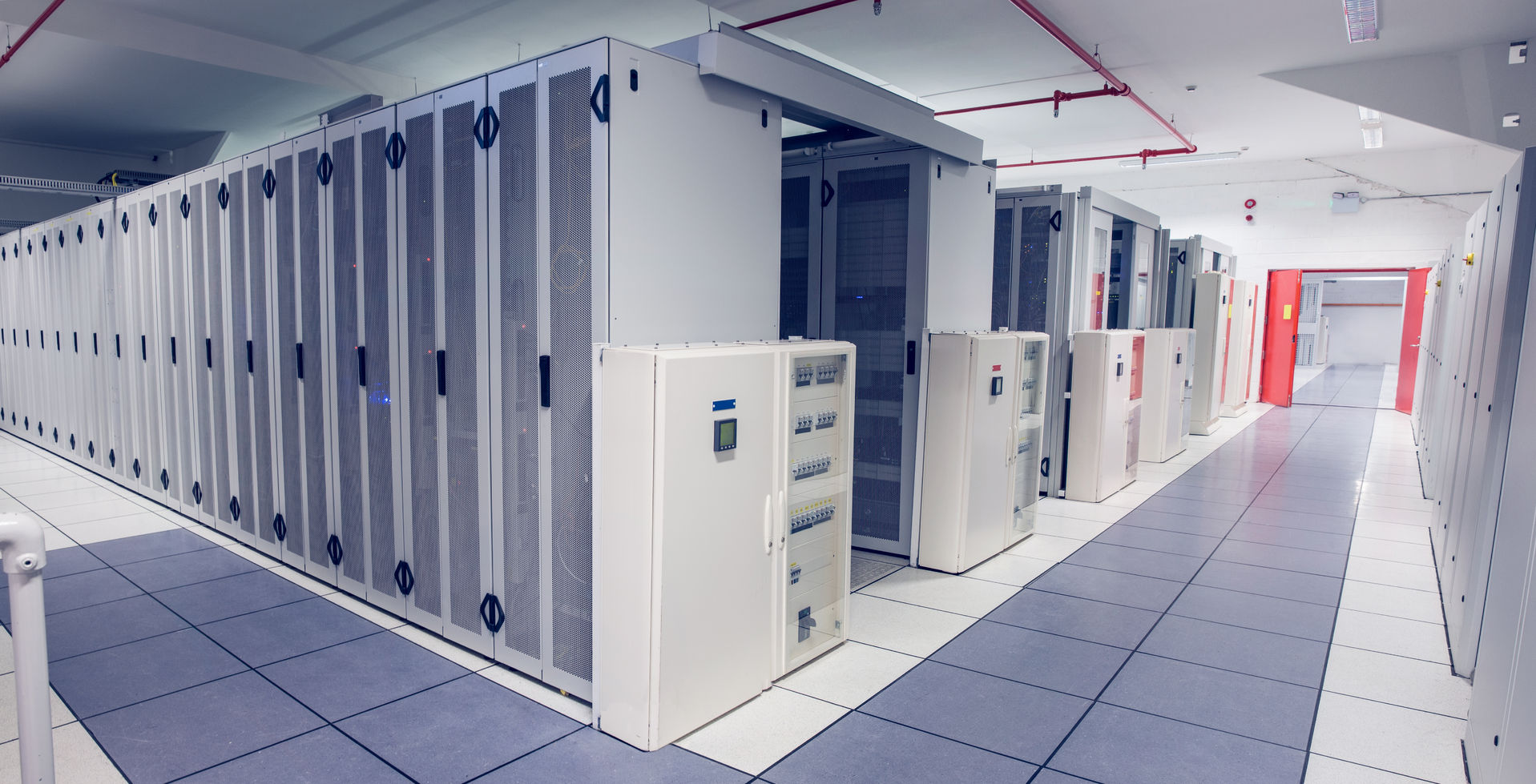 31316278 - empty hallway of server towers in large data center